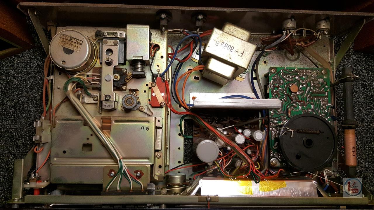 1973 Ferguson 3440 8-Track Stereo 9