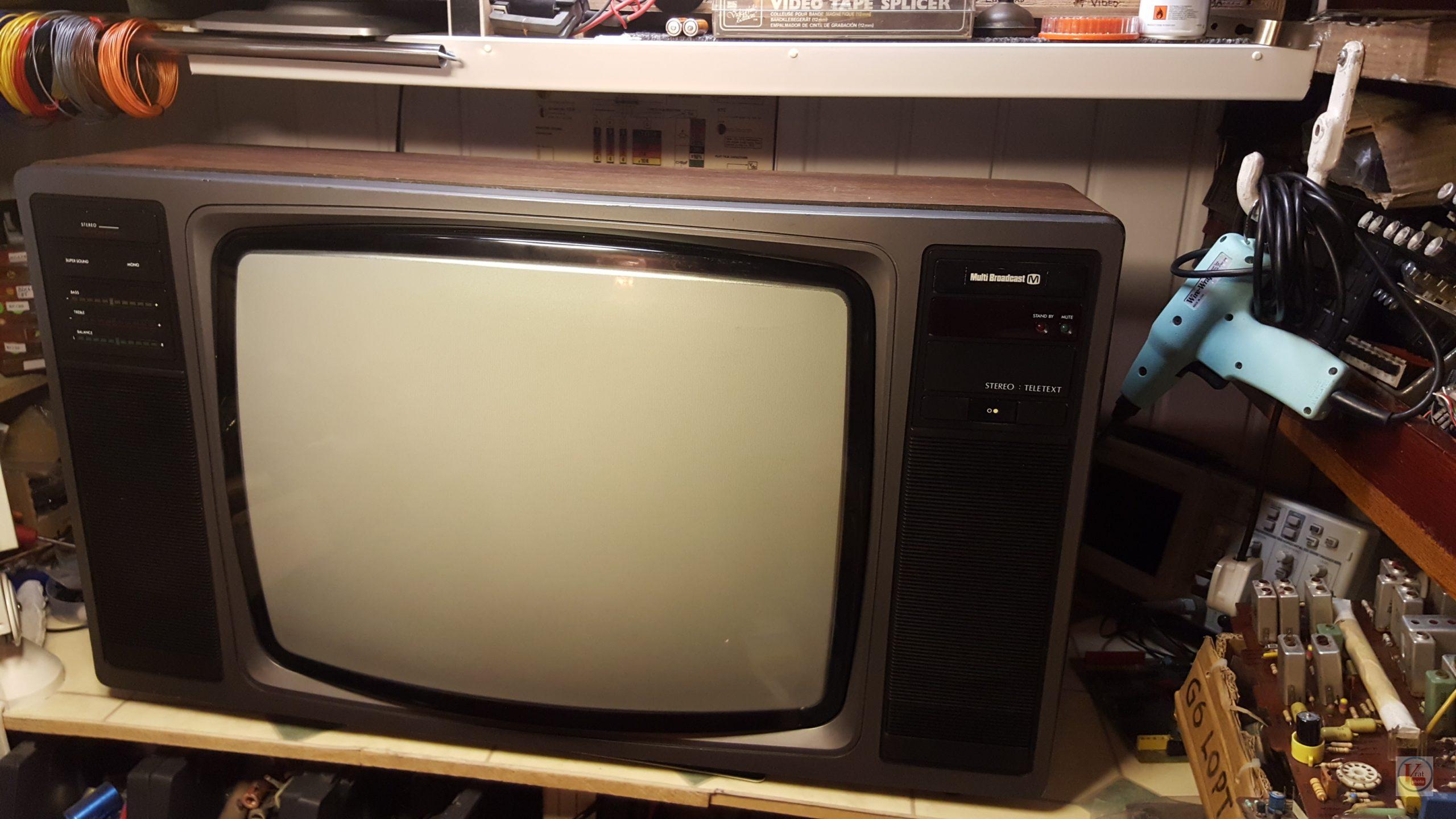 """1982 22"""" MultiBroadcast Super Stereo 6083M 2"""