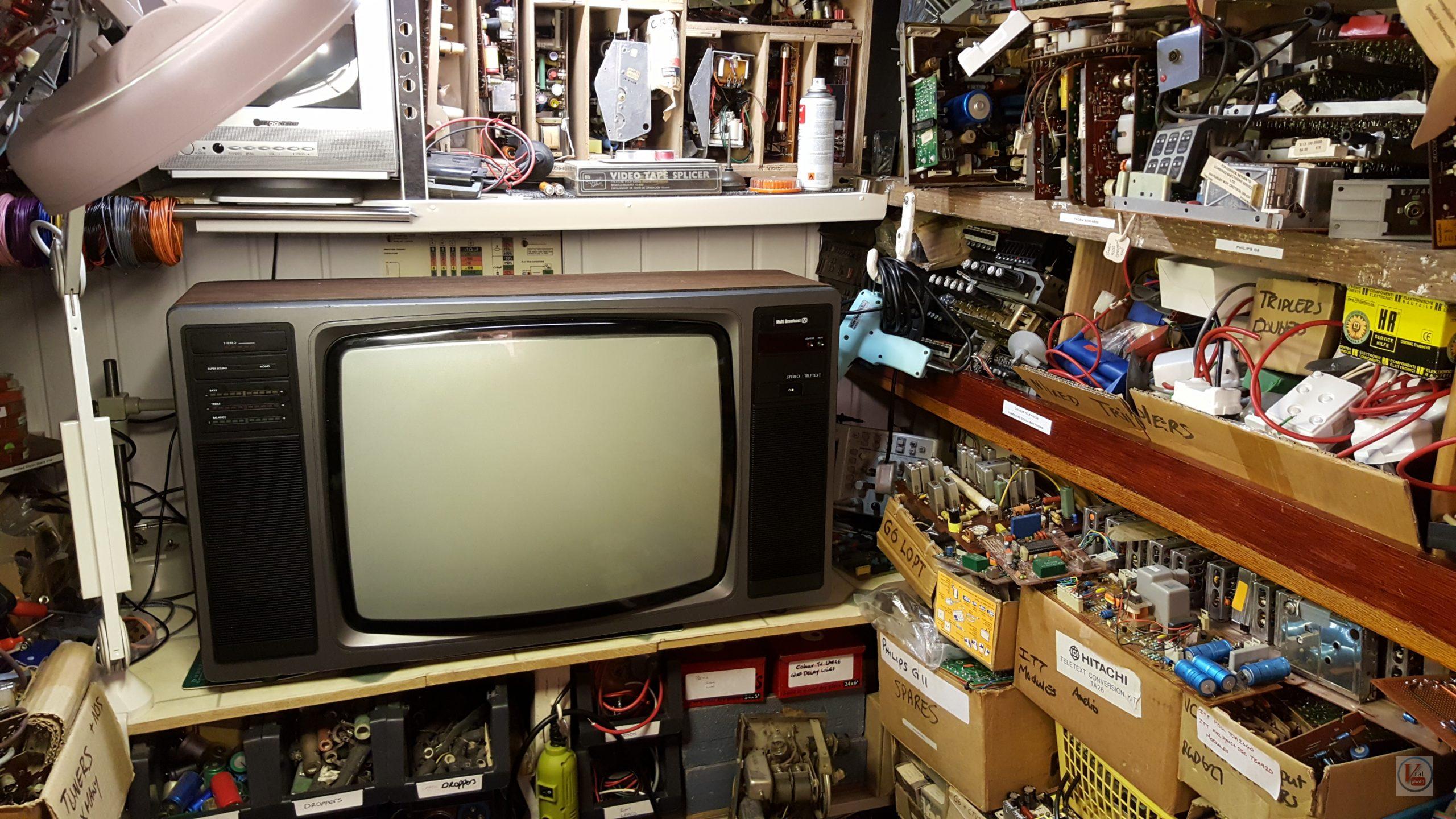 """1982 22"""" MultiBroadcast Super Stereo 6083M 1"""